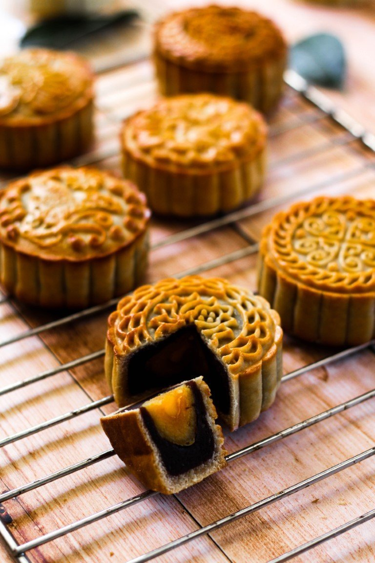 internchina - red bean mooncake with egg yolk