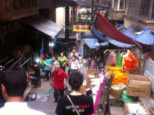 InternChina - Exploring Chongqing's market alleys