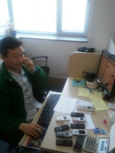 InternChina-Leo-working-hard-in-the-office