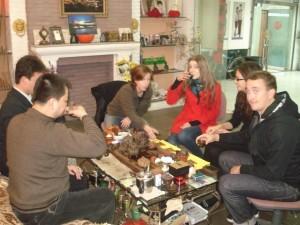 InternChina-Zhuhai-interns-tasting-traditional-Kongfu-Tea