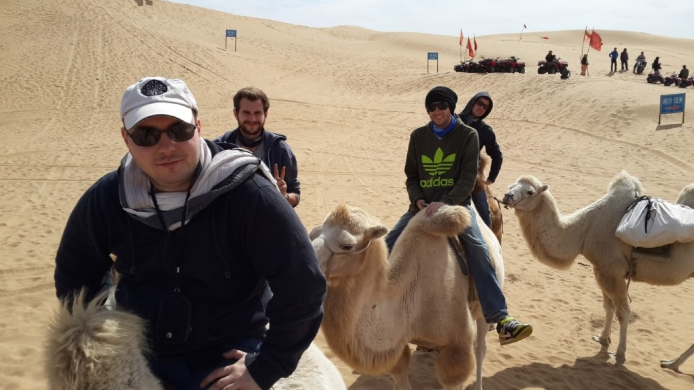 InternChina - riding camels and reach civilisation