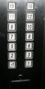 "InternChina - ""fehlende"" Stockwerke im Fahrstuhl"