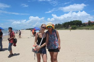 InternChina - At the beach with Sunny