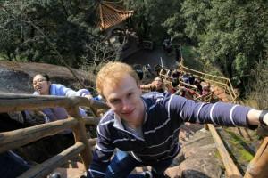 InternChina - Vertical climb up the mountain