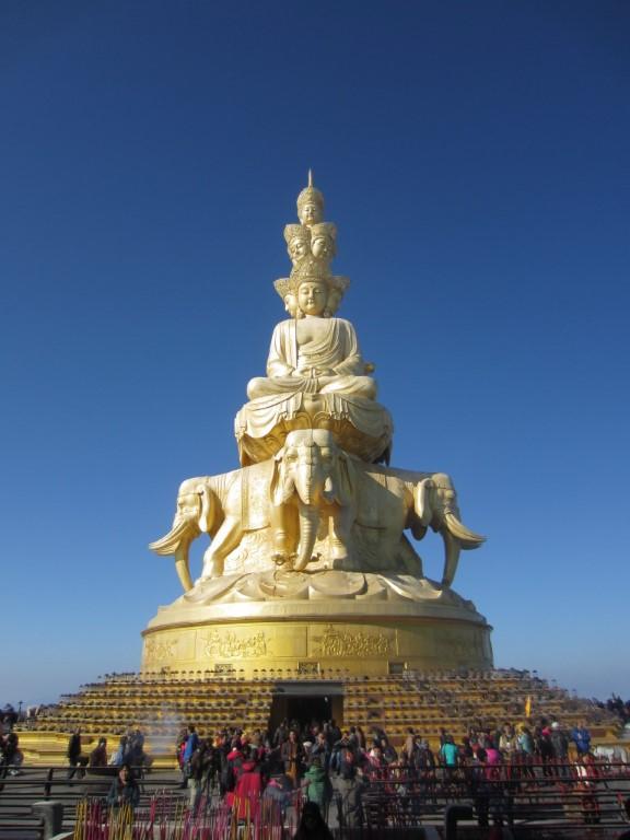 emei shan statue
