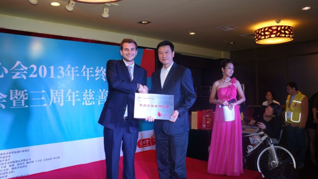 """InternChina - Phil with the leader of CPAZ receiving """"the best partner"""" award"""